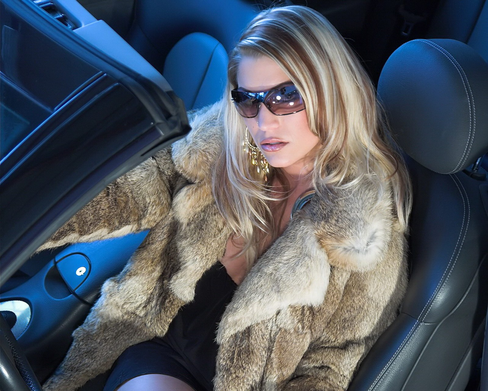 Русские женщины в машине 15 фотография